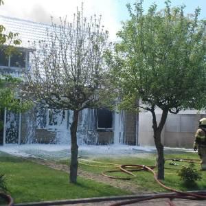 Brandweerlieden uit hele gemeente naar Rooi voor woningbrand