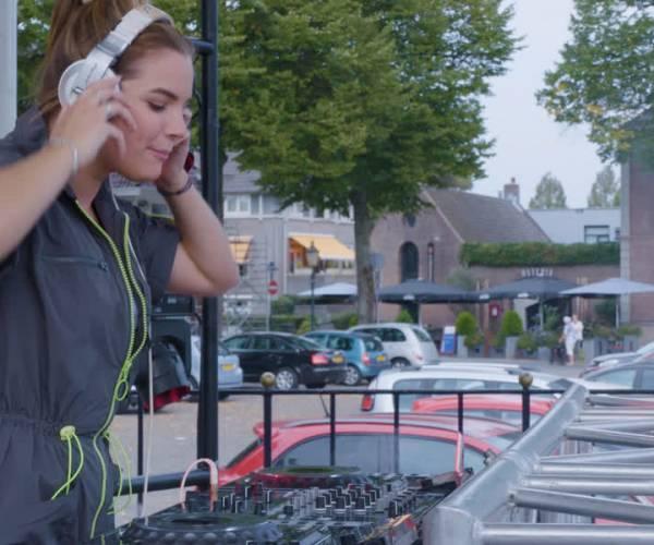 DJ Sophie Francis geeft boost aan Roois Fashion Weekend
