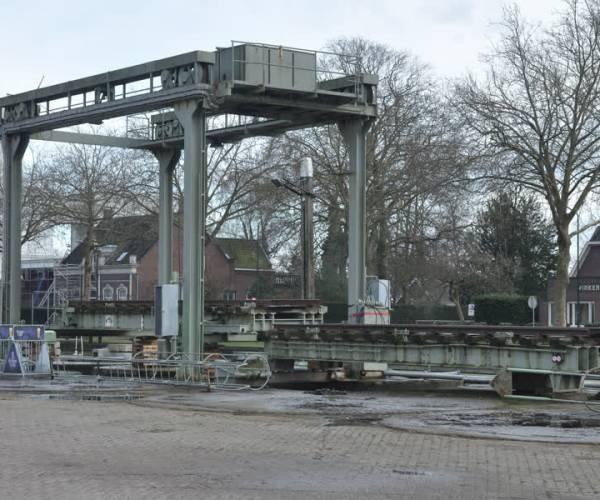 Oude spoorbrug wordt verplaatst