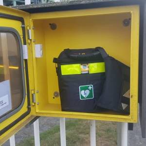 Jonge vandalen proberen AED mee te nemen
