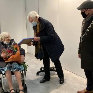 Oudste inwoonster Meierijstad krijgt 'verjaardagsprik'