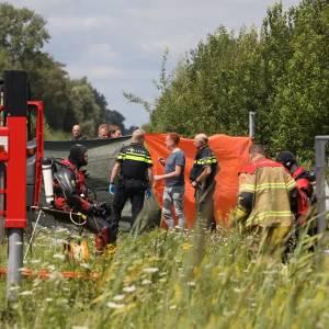 Auto in het water, bestuurder overleden