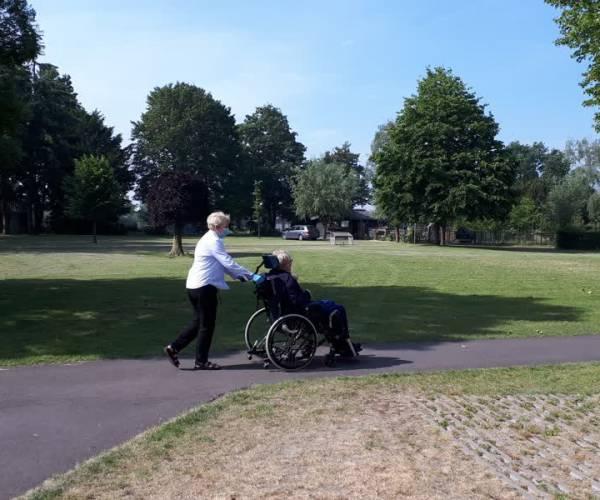 Ouderen in woonvleugel Parklaan St. Barbara mogen weer bezoek ontvangen