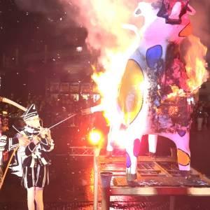 Einde aan carnaval met Kuusverbranding en vuurwerk
