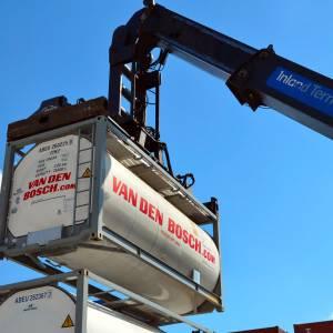 Van den Bosch koopt 500 containers voor Ivoorkust