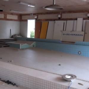 Zwembad de Neul gaat langzaam kopje onder