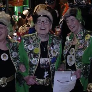 Zuutjes carnavallen door gezellige actieve senioren