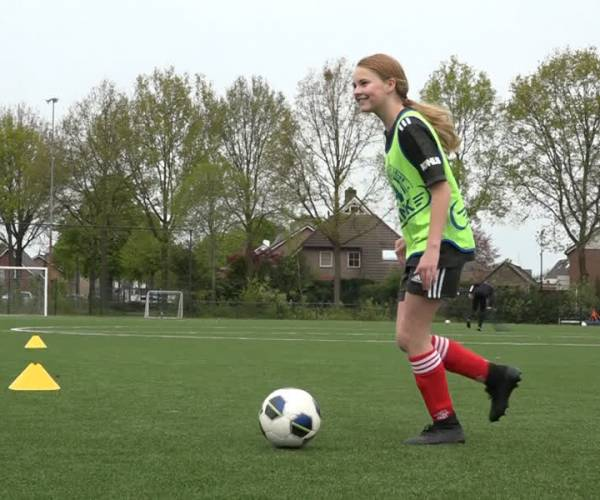 'Lekker kletsen en voetballen met elkaar' tijdens vriendinnendag bij WEC (video)