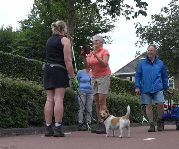 'Schoonwandelen' in wijk Plein: 'veel plezier met elkaar'