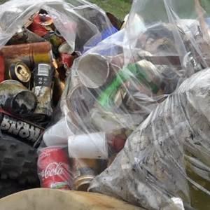 Metalen verpakkingen mogen vanaf 1 februari a.s. bij plastic- en drankverpakkingen