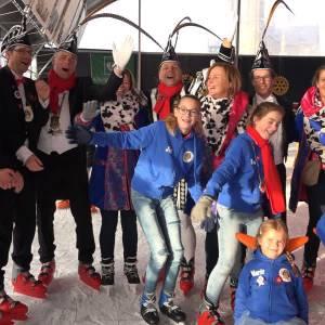 Robert D'n Twidde geniet volop van het schaatsen met de jeugd