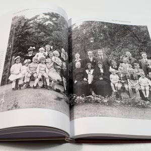 Boek over gewone familie geeft beeld van bijna 100 jaar Schijndelse geschiedenis