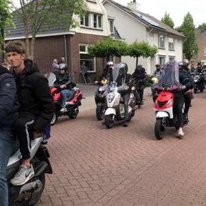 Vrienden en bekenden brengen laatste groet aan overleden Jan Deelen