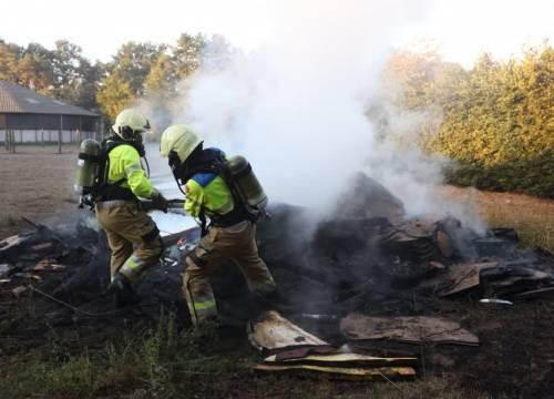 Brandweer heeft handen vol aan illegale afvalverbranding