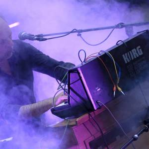 Bart van Dongen bespeelt orgel als synthesizer