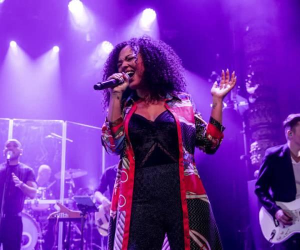 Grootste hitlijst van het jaar live in Theater De Blauwe Kei