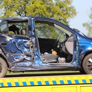 Twee zwaargewonden nadat bestuurder macht over stuur verloor