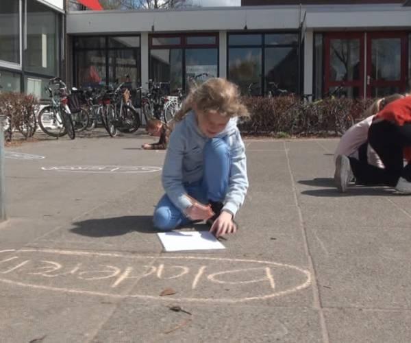 Buitenlesdag: kinderen in Nijnsel steken er wat van op