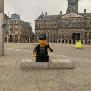 Nieuwe LEGO-versie André Hazes op de Dam