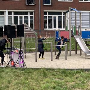 DJ Thomas laat Odendael dansen (video)