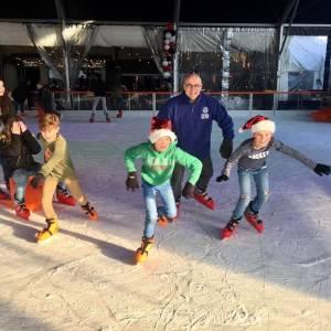 Burgemeester helpt mee bij Veghel on Ice