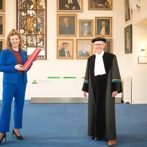 Erna Krüsemann promoveert thuis tot doctor