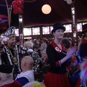 De jeugd van toen viert carnaval in Veghel