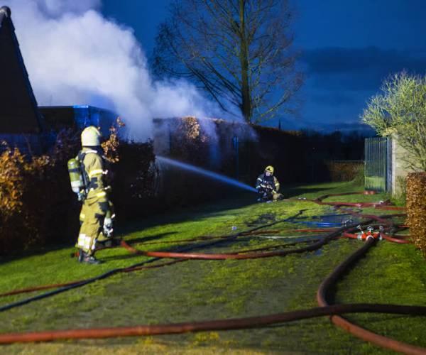 Felle brand verwoest schuur aan de Veghelsedijk