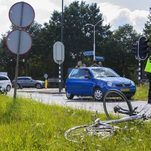 Fietsster gewond bij ongeval met auto op de Structuurweg in Schijndel