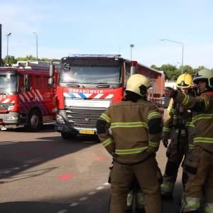 Brandweer rukt uit voor rook uit bedrijfspand Molendijk-Zuid