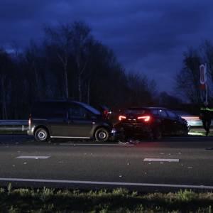 Twee auto's zwaar beschadigd op A50