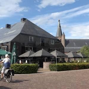 Parels van Schijndel: waarom huilt de glazen boerderij als het regent?